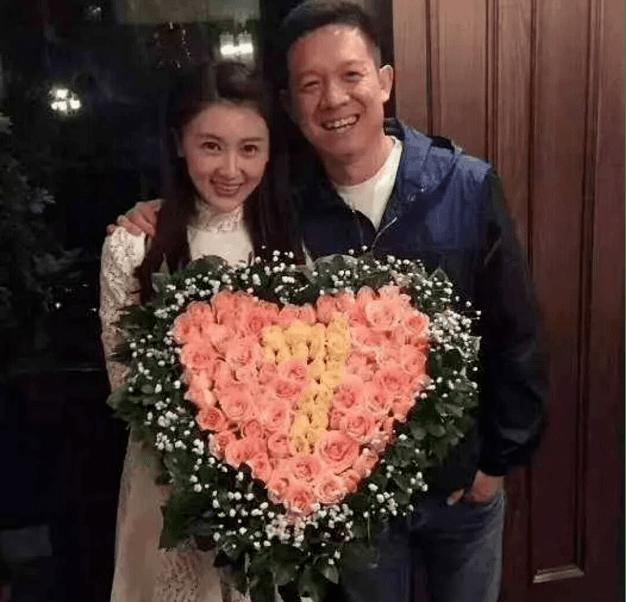 """贾跃亭甘薇""""破产人生"""":豪宅拍出3000万,还欠4.67亿"""