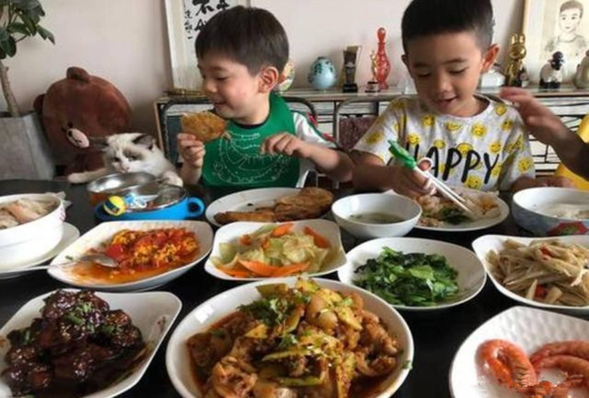 新年将至,学会应采儿的这三大餐桌礼仪,你的孩子让人刮目相看
