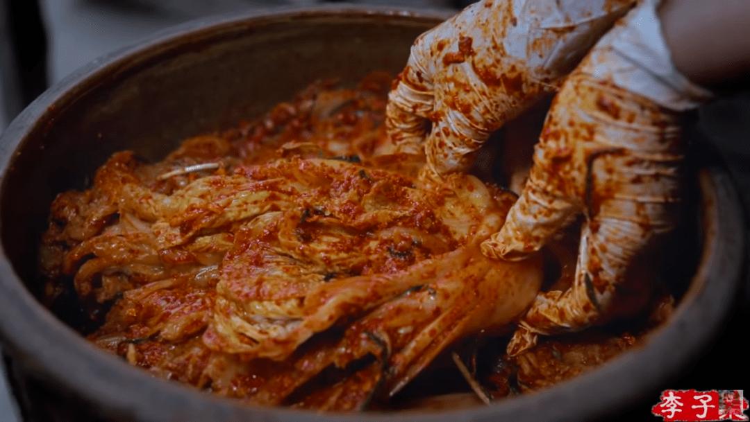 李子柒做泡菜被韩国网友围攻:中国人就这么喜欢韩文化?