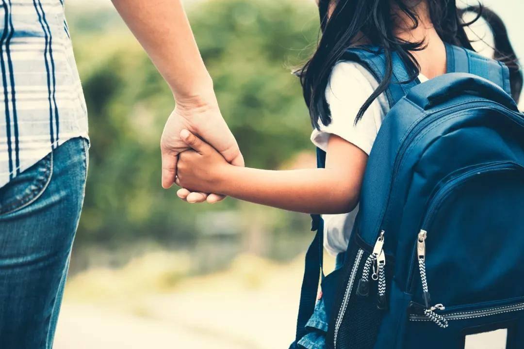 那些得了抑郁症的孩子背后,往往是一个生病的家庭