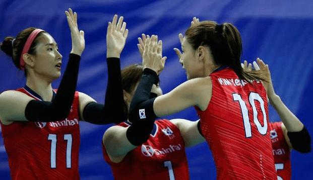 俄罗斯女排教练做出歧视性动作!韩国排协怒求重赛,并对其重罚