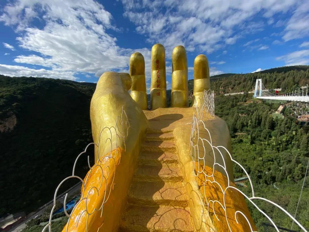 7层楼高的悬崖秋千,丛林中的玻璃滑道,疫情常态下的昆明该怎么旅游?