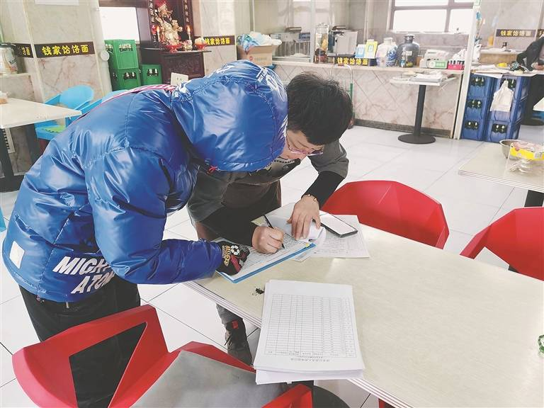 """哈尔滨香坊区绿海社区工作者不断发送暖心消息:""""有事微我们,随时到位"""""""