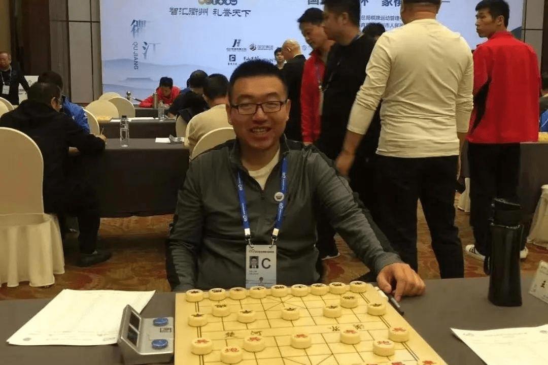 冷门!业余棋手王廓夺冠 决赛胜赵鑫鑫加冕新棋王