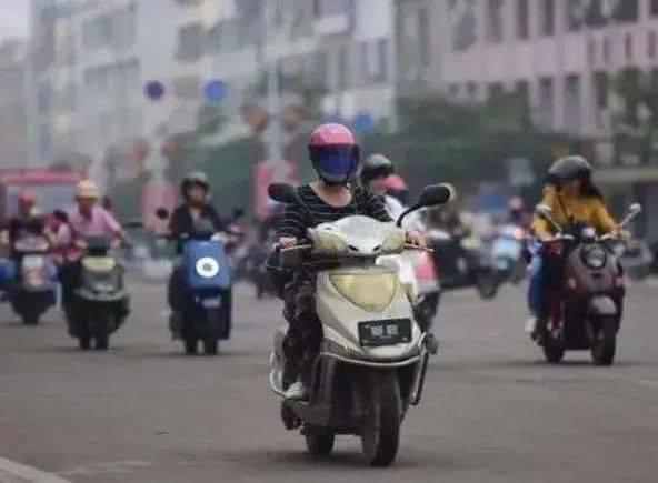 安全头盔如今成为抢手货,在上海骑电动车不带头盔会被罚吗?