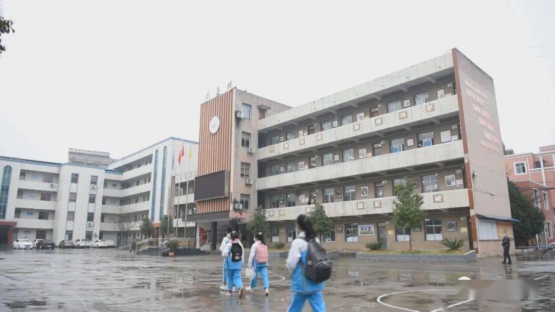 黔西gdp_黔西世杰中学