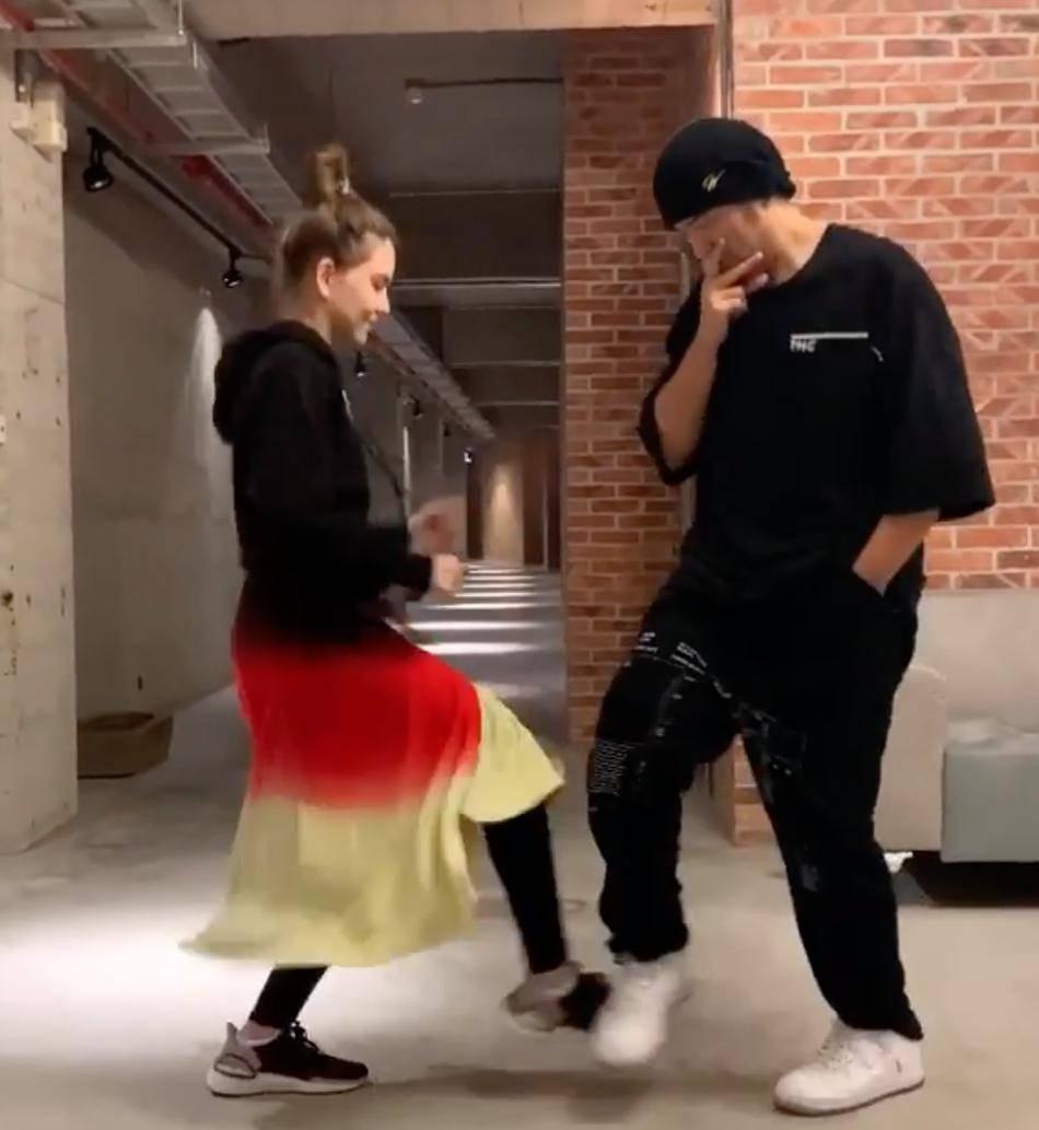炫妻狂魔来了!周杰伦晒与昆凌斗舞视频送520祝福_画面