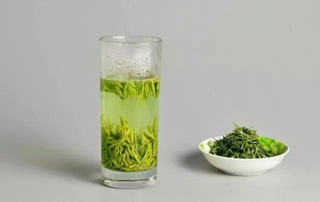 【玻璃杯】剩下的1/3别急着喝,泡茶:第一杯绿茶
