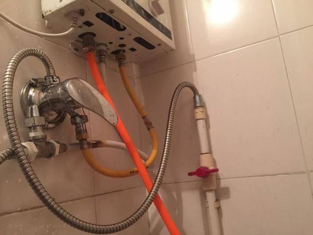 家住27楼,洗澡时马桶一冲水,花洒热水变成冷水了,这是图片