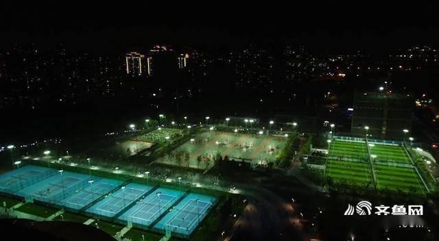 """30秒丨体育夜生活 健康新时尚!日照香河体育公园成为市民健身""""打卡""""地"""