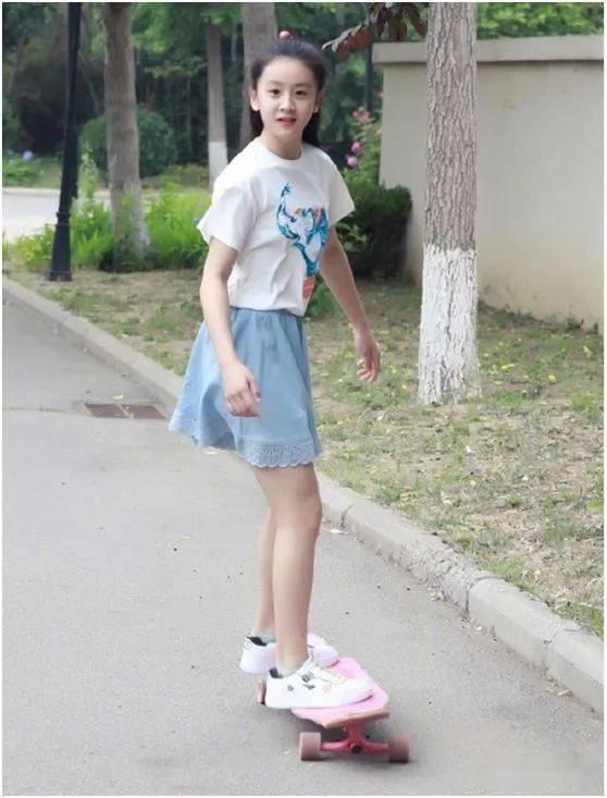 田亮女儿太早熟!12岁身高近1米7,五官神似父母结合体