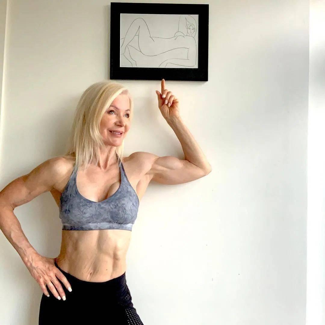 她48岁开始健身,64岁时身材如20岁少女,撸铁16年! 中级健身 第40张