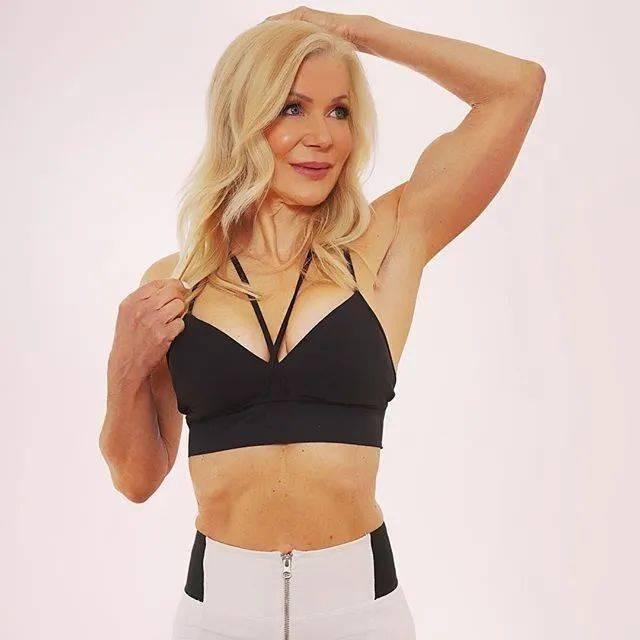 她48岁开始健身,64岁时身材如20岁少女,撸铁16年! 中级健身 第19张