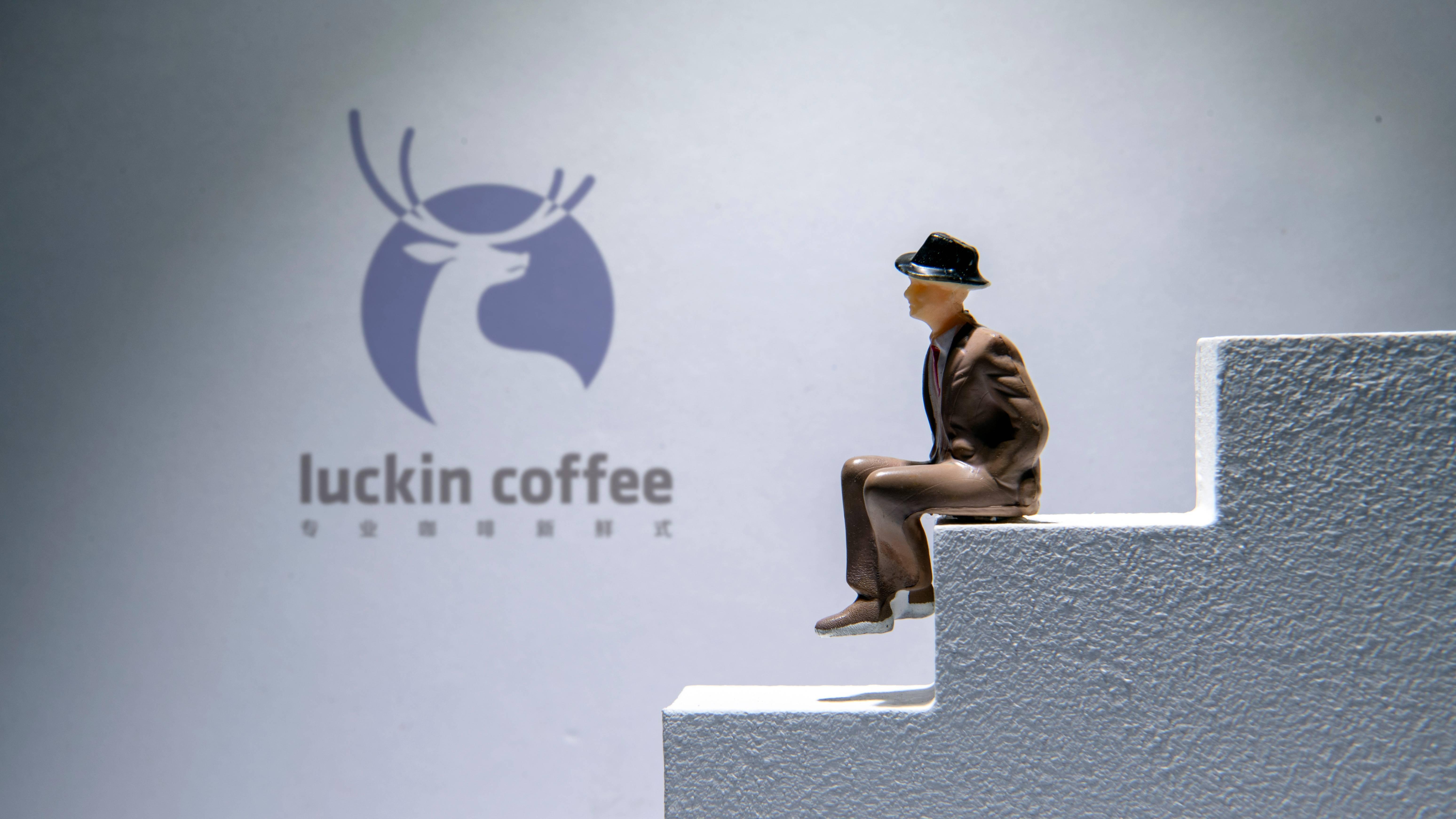 【虎嗅早报】瑞幸咖啡今日停牌;2020年国内成品油首次上调