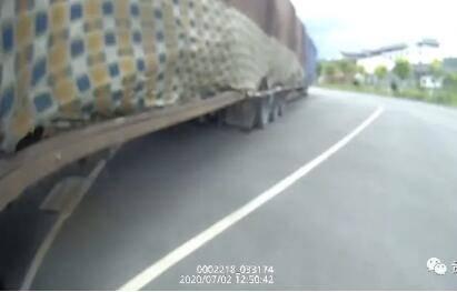 """""""刚刚过去的是动车么?""""超长货车27米,吓了交警一跳"""