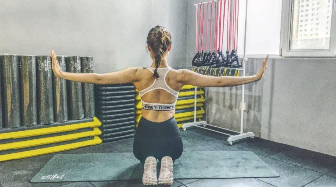 健身丨【全民健身 抗击疫情】系列131 告别拜拜肉、打造直角肩