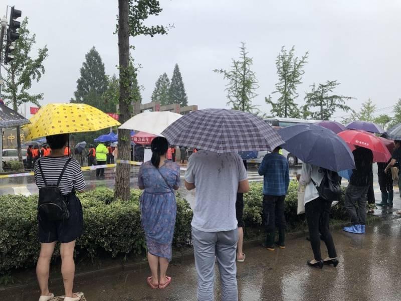 歙县8日上午无因天气和灾害原因缺考人员!考试快结束又下大雨