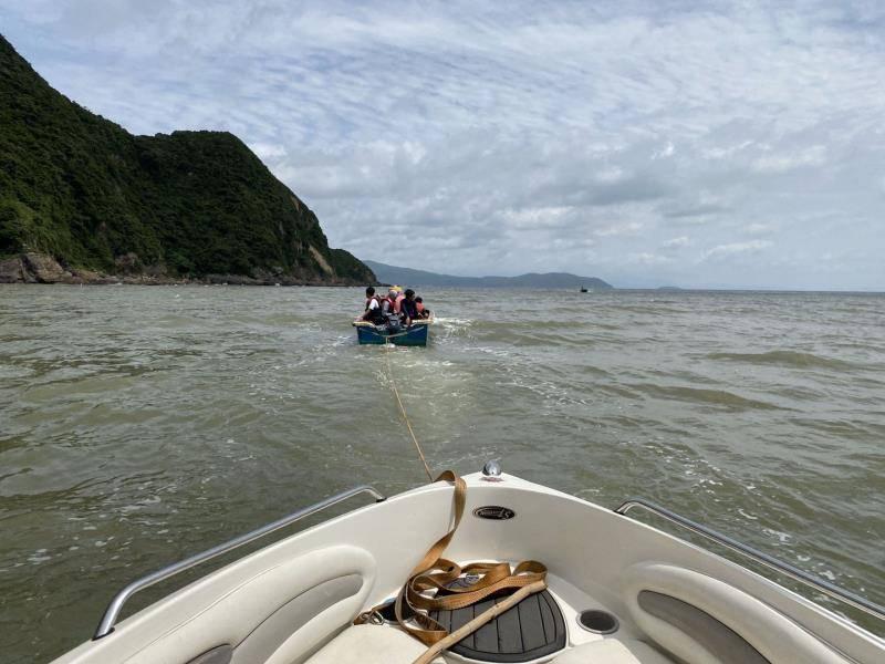 失去动力!广东7人驾游艇出海撞上蚝排,漂流时被人发现终获救