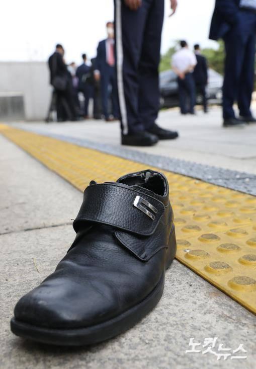 文在寅被扔鞋 到底发生了什么?
