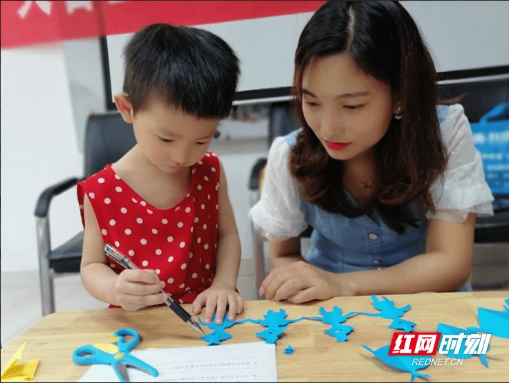 长沙芙蓉区人民新村社区新时代文明实践站:亲子早教进社区,排队礼让从娃娃抓起