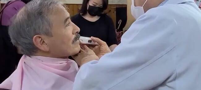被批像日本殖民领导人,美驻韩大使终于剃了胡子