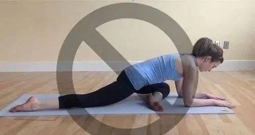 理解错了练习瑜伽鸽子式的作用,优雅的姿势也很危险