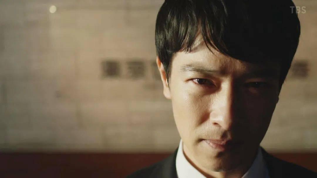《半泽直树2》暴露了赤裸裸的日本职场喝酒文化潜规则