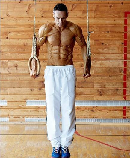 """48岁大叔的拉丝肌肉,堪称行走的""""人体标本"""""""