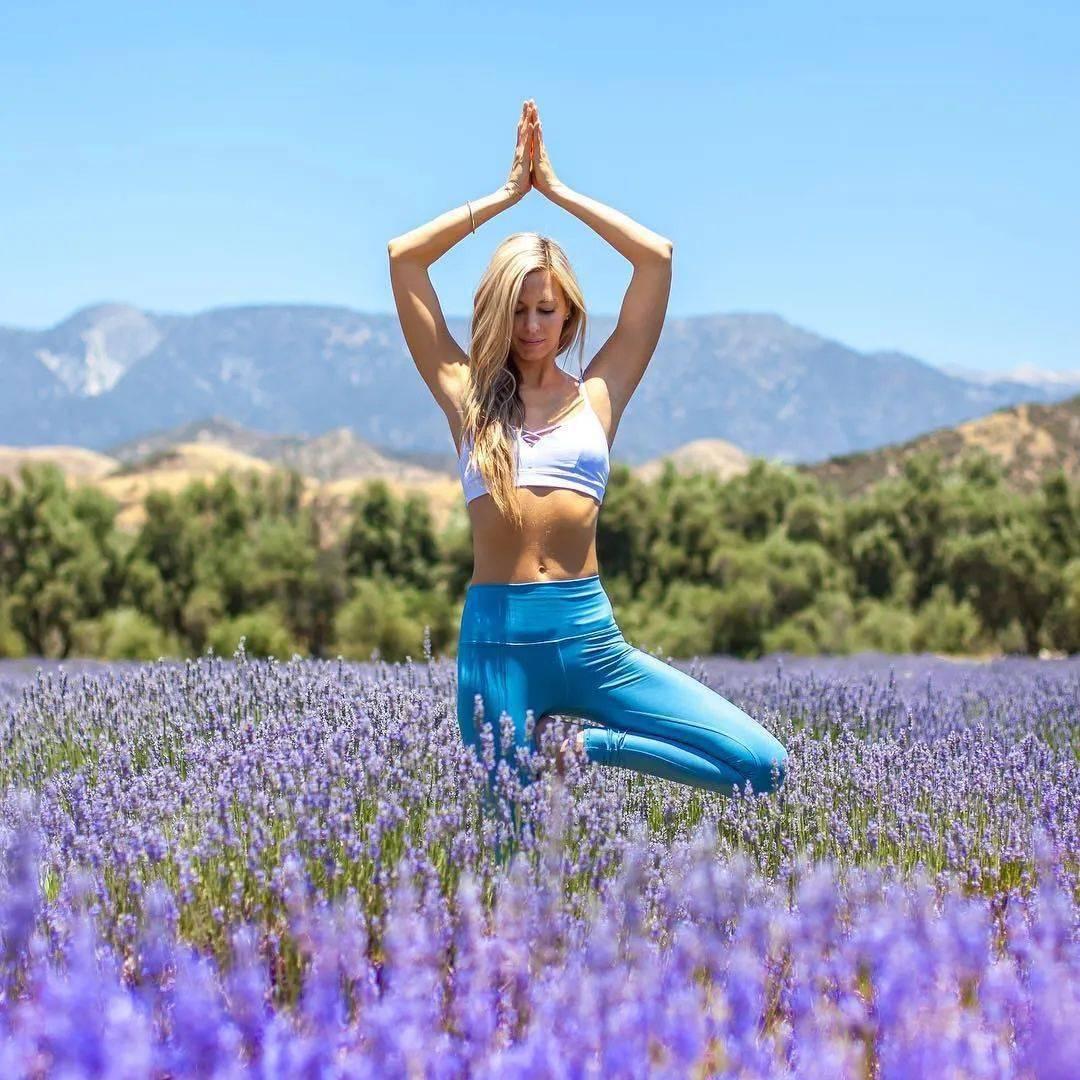 练瑜伽,为什么建议初学者,从站姿体式开始练习?_双脚