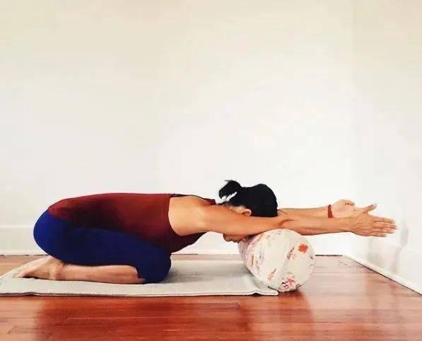 趴5分钟, 肩颈松了,腿软了,脸色好了 | 瑜伽修复_体式