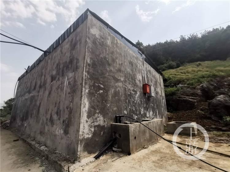 6年前,村主任为找水源掉入天坑 6年后,城哨村终于通了自来水  span class=