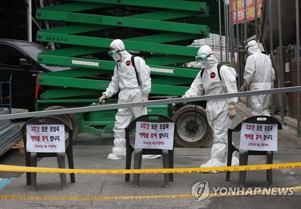 韩国单日新增确诊病例破百防疫部门:考虑提升疫情防控等级