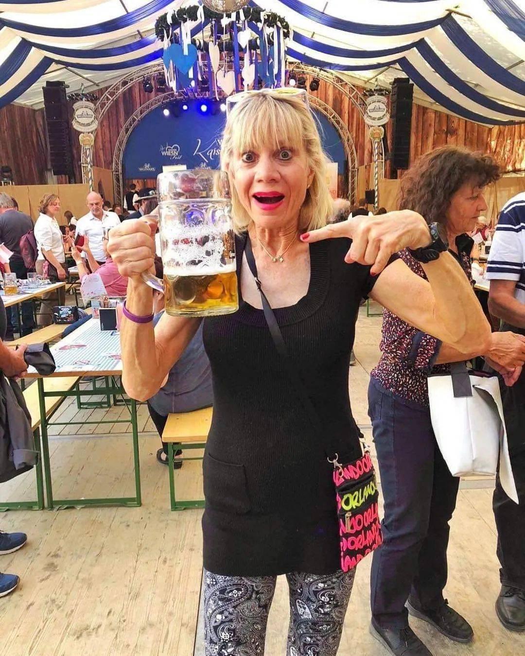 62岁离婚恢复单身的奶奶,68岁穿比基尼、独自环游世界火遍全网!插图(33)