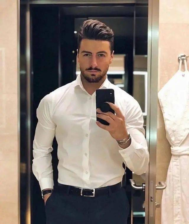 肌肉男千万别穿白衬衫,杀伤力太大