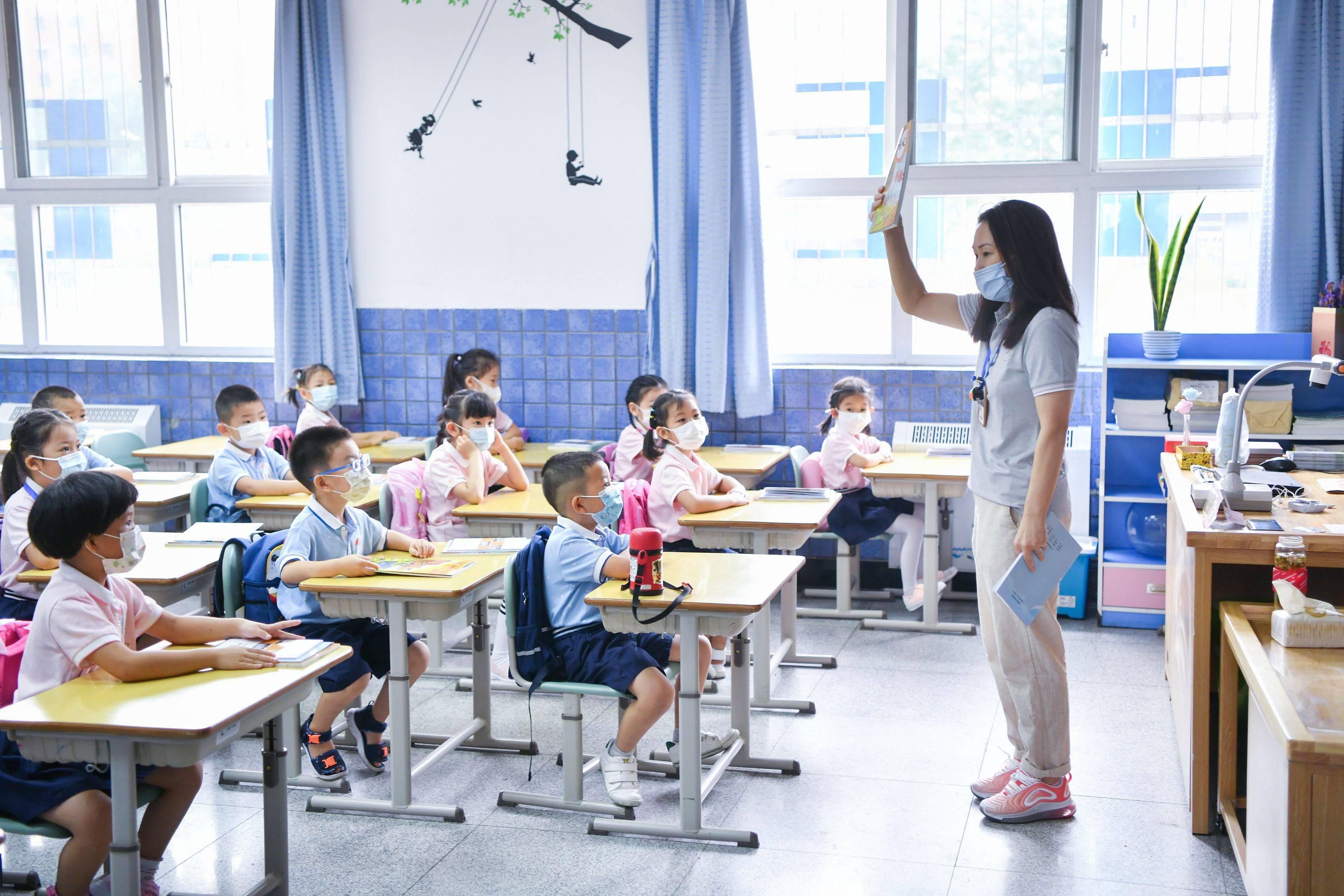 今天开学很顺利,中关村三小南校区供图