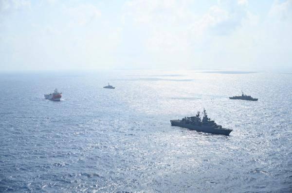 土耳其重新发布海事警告:东地中海将举行射击演习