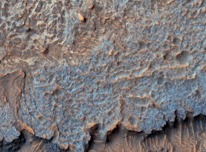 科学家对神秘火星脊状地形的形成提出一种可能解释