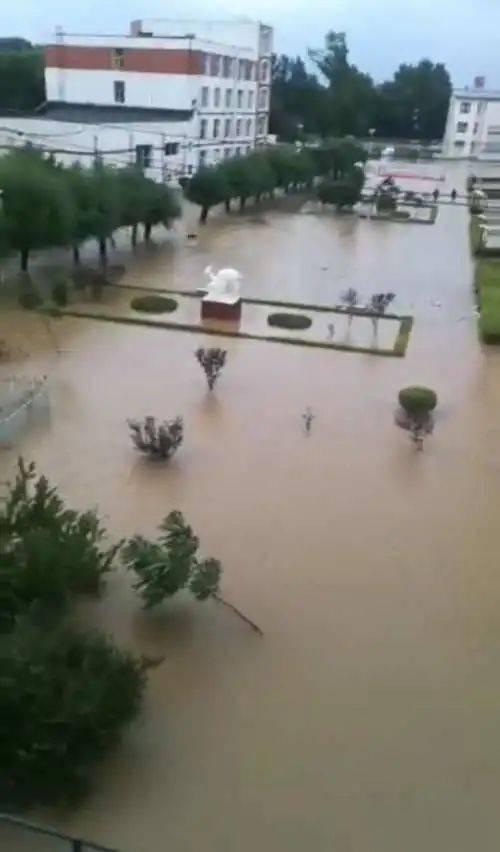 吉林市第十八中学因台风积水过膝 全校教职员工安全撤离