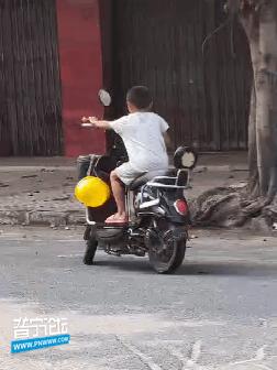 危险!孩子,你这小小身材驾驭得了吗?