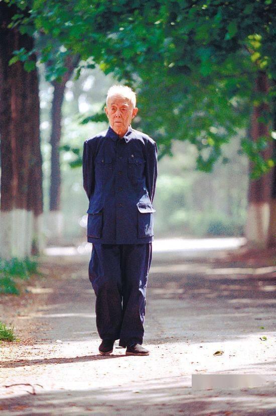 90岁袁隆平3位孙女曝光,打扮朴素引热议:一个人能低调到什么程度?_行李