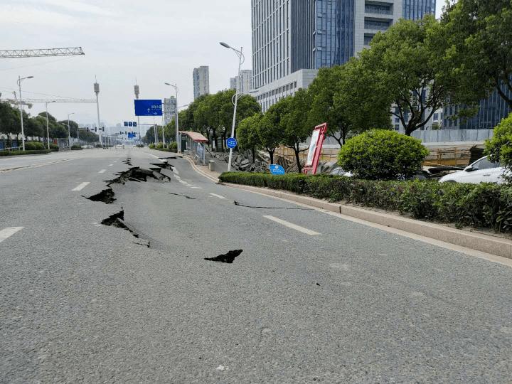 刚刚!温州瓯海突发塌陷,初步判断为临近地块地下室基坑支护桩移位