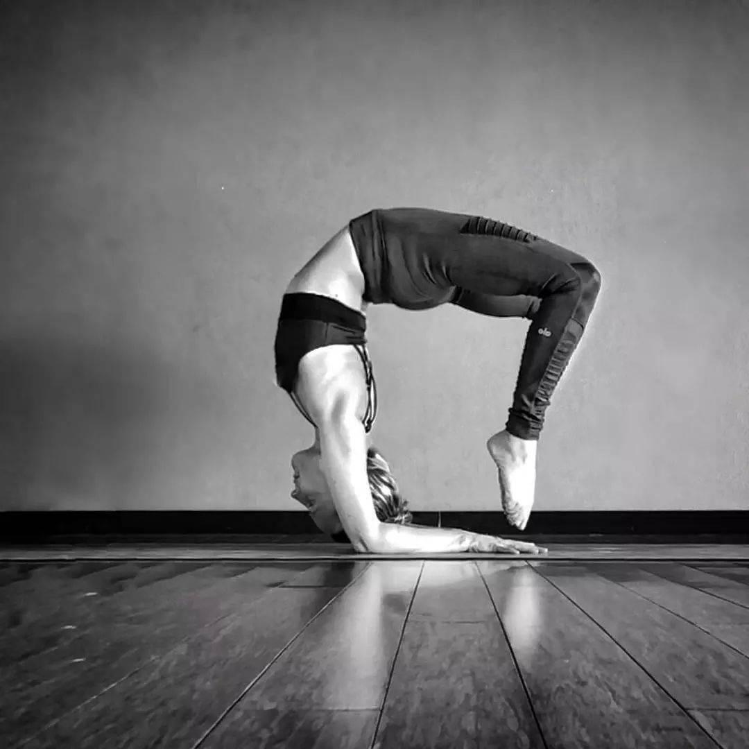 30岁开始练瑜伽,她把瑜伽练成了艺术!_极致