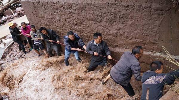 泥石流袭来时,老党员的提醒守护着全村