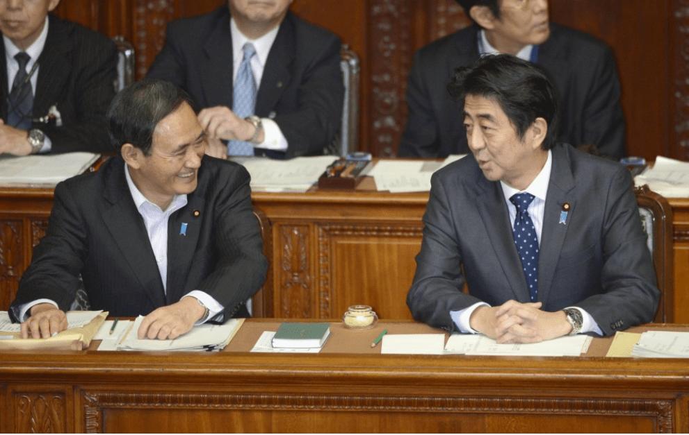 草根政治家菅义伟正式接替安倍。他能创