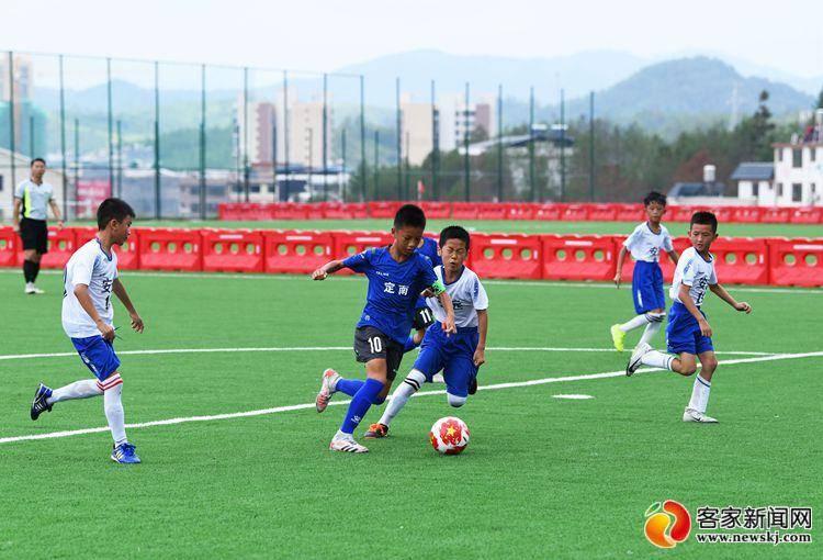 2020年赣州市青少年足球联赛(锦标赛)在定南开幕