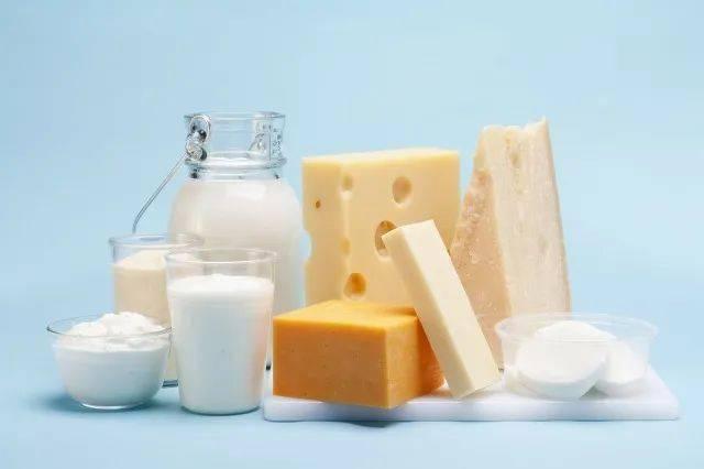 任广旭:每天早上七点送到你家门口的牛奶,里面都有啥?