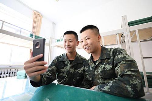 武警北京总队:新兵小哥哥,是对双胞胎