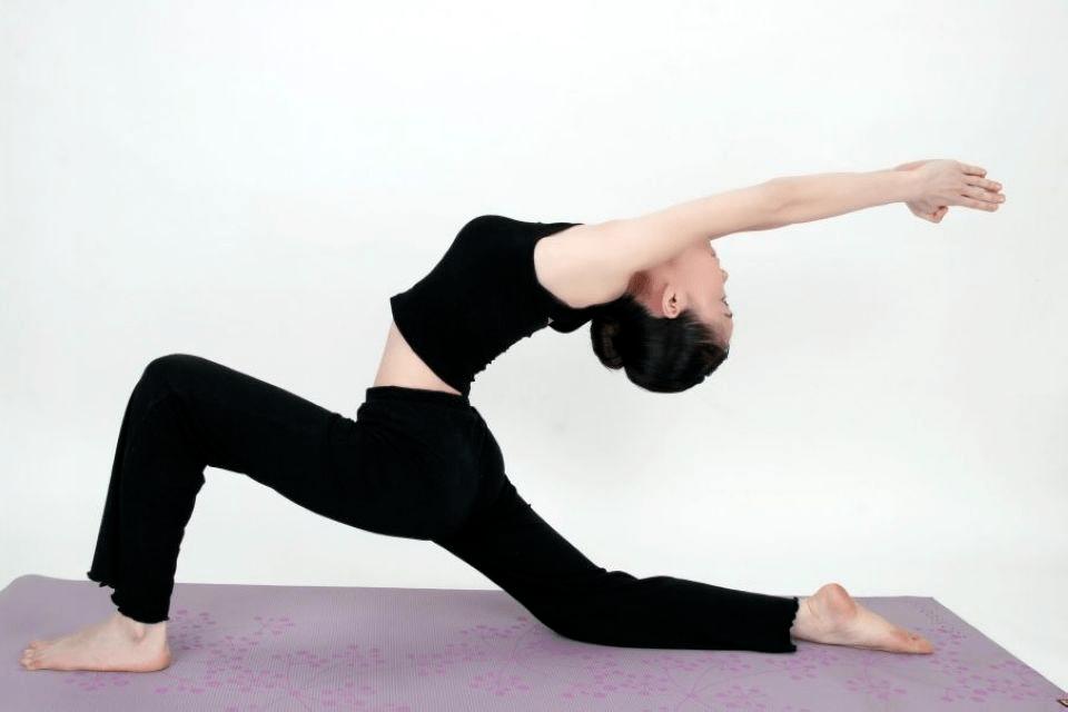 初练瑜伽,大腿后侧紧,怎么办?10个动作帮你深度拉伸大腿后侧!