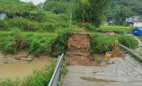 广西靖西一村中老桥坍塌,已致两人死亡一人失联