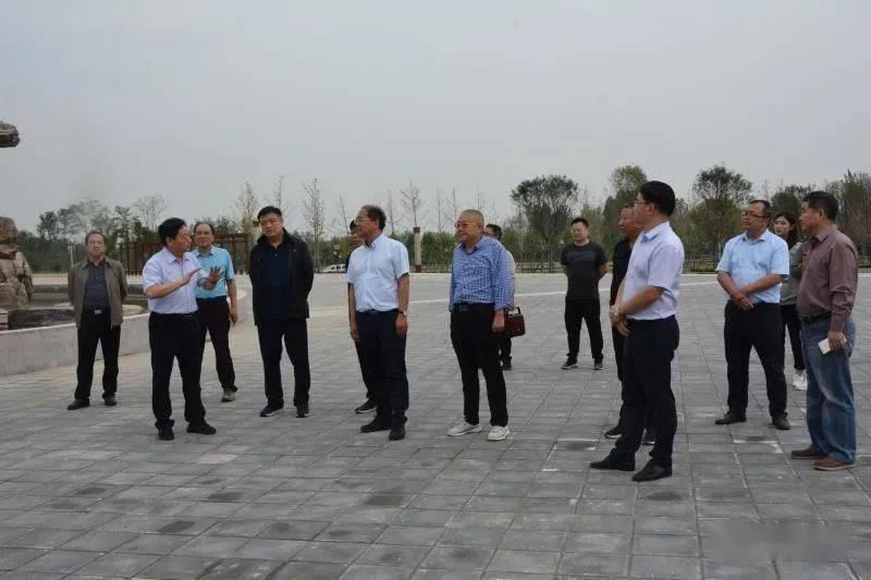 亚美体育| 省林业局副局长王伟莅淅调研领土绿化及脱贫攻坚事情(图1)